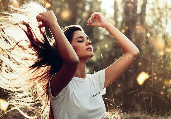 ¡Cepilla y alisa tu cabello al mismo tiempo!